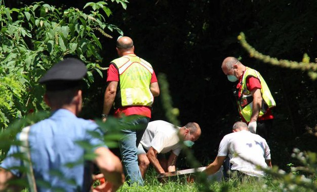 Il ritrovamento di un cadavere alle pendici del monte San Martino. Il corpo è stato recuperato dal Soccorso alpino, sul posto anche i carabinieri