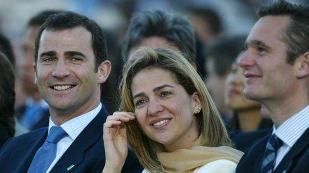 Il re di Spagna Felipe VI con la sorella Cristina e il marito Inaki Urdangarin  (AFP)