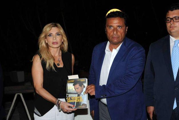 Francesco Schettino con Vittoriana Abate (foto LaPresse)