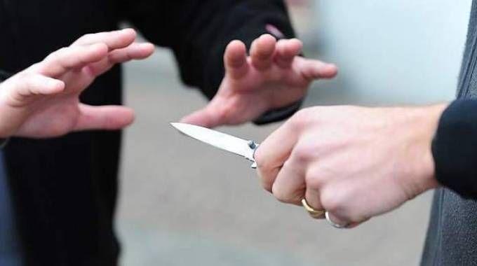 Minaccia con un coltello (Foto di repertorio)