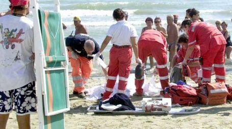 Personale del 118 in spiaggia (foto repertorio)
