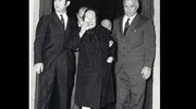 Rachele esce in lacrime dal funerale della figlia Anna Maria sorretta dal marito di Anna Maria, Nando Pucci Negri (Archivio Walter Breviglieri)