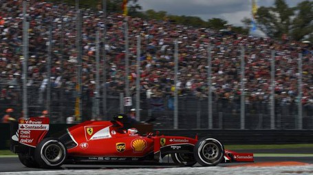 Ferrari's Finnish driver  Kimi Raikkonen  drives during the qualifying session at the Autodromo Nazionale circuit in Monza on September 5, 2015 ahead of the Italian Formula One Grand Prix.   AFP PHOTO / OLIVIER MORIN