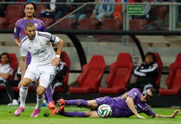 Karim Benzema e Gonzalo Rodriguez (AP Photo/Czarek Sokolowski)