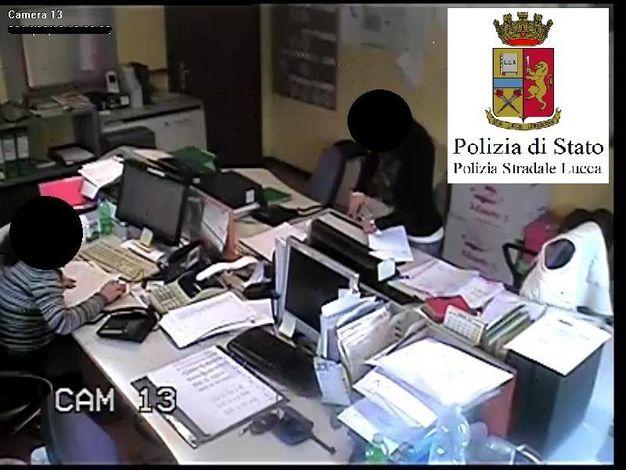 Telecamere 'spia' piazzate negli uffici