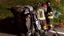 Un'auto ribaltata in un incidente