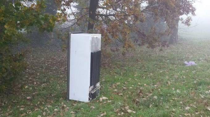 Ladri in un'osteria: rubano un frigorifero e 50 litri di olio