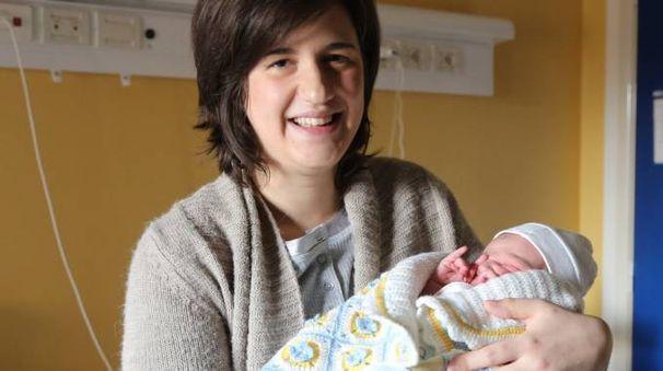 Elisa Coccolini, 28 anni, con il figlio Samuele