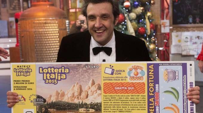 Flavio Insinna conduttore di 'Affari Tuoi' abbinato all'estrazione della Lotteria Italia