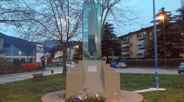 Il monumento ai piloti morti a Javello (foto Attalmi)