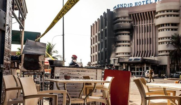 Il bar Cappuccino in Burkina Faso (foto Ansa)