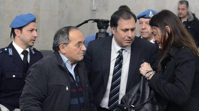 L'imputato dell'omicidio di Francesca Benetti, Antonino Bilella, insieme ai suoi due legali Lottini e Carnicelli