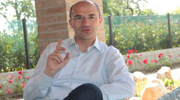 Il sindaco Luca Vecchi nella sua casa