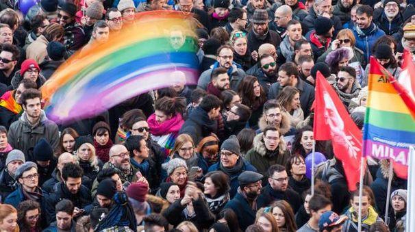 Milano, in piazza per le unioni civili (LaPresse)