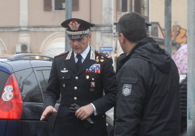 Carabiniere ucciso sulla soglia di casa a Carrara (Foto Delia)