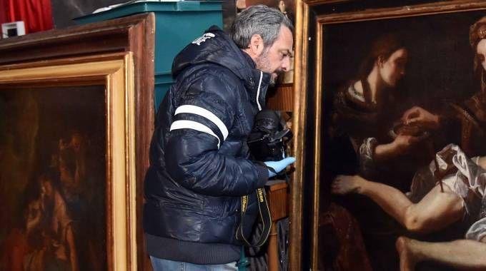 Ferrara, la Scientifica a casa Sgarbi dopo il furto (Foto Businesspress)