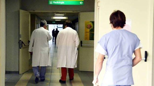 14 gennaio 2016 (Arezzo) Si tratta di una donna di 47 anni, dagli accertamenti svolti al Meyer di Firenze è stata escluso che si tratti di meningite di tipo C o B si presume che si tratti di uno dei ceppi W/Y
