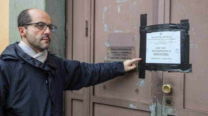 L'esterno del cinema Lux, ancora sotto sequestro (Foto Salvini)