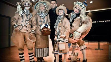 """""""I Bagnanti di Senigallia"""", la maschera con cui i fratelli Marconi hanno vinto il premio al Carnevale di Venezia"""