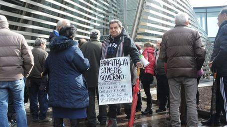 Le proteste davanti al tribunale