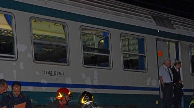Treno si guasta e blocca la linea, servizio sostitutivo con i pullman / VIDEO