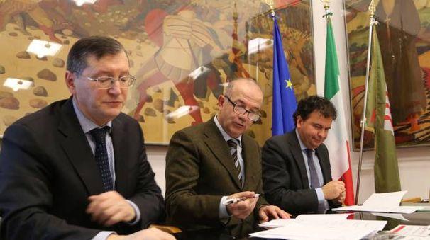 L'assessore Giuseppe Chianella con i vertici di Busitalia