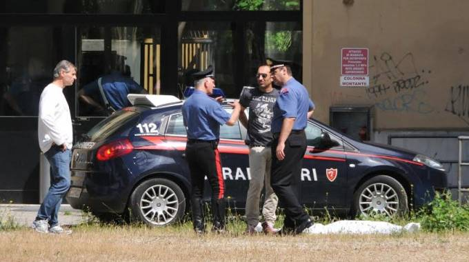 I rilievi svolti dai carabinieri al Liceo Classico di Forlì dopo il tragico gesto