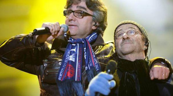 Gaetano Curreri e Lucio Dalla durante il concerto di Capodanno in piazza Maggiore