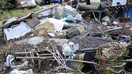 Rifiuti abbandonati (foto d'archivio)