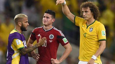 Il tributo di David Luiz a Rodriguez a fine partita (Afp)