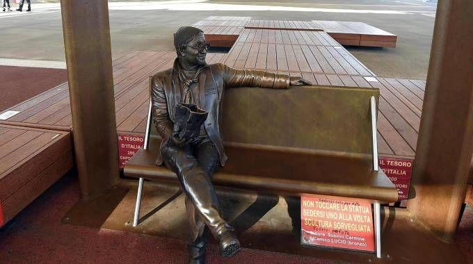 La statua di Lucio Dalla