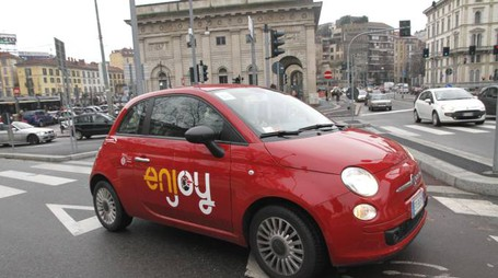 Car sharing Enjoy a Milano in una foto d'archivio (Newpress)