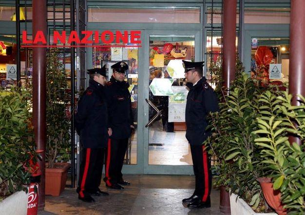 I carabinieri al circolo di Campi Bisenzio (foto Germogli)
