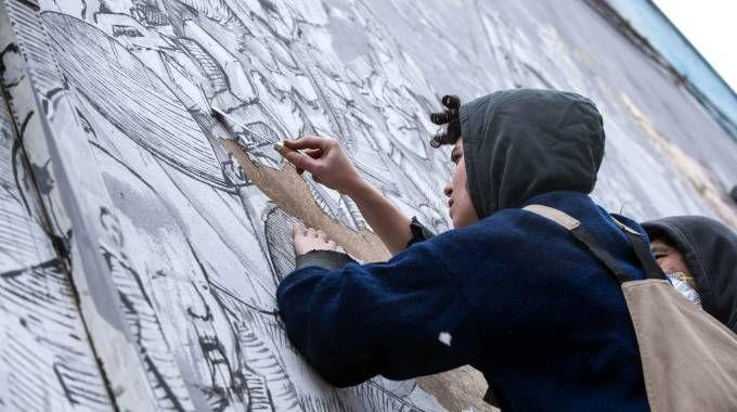 Le opere di Blu cancellate dai muri di Bologna (Lapresse)