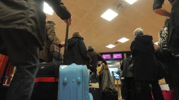 Aereo Privato Firenze : Aereo privato finisce fuoriposta chiuso l aeroporto