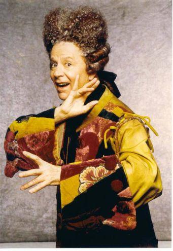 Addio a Paolo Poli, irriverente e geniale attore di teatro