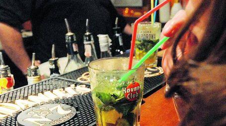 Dare l'alcol a un minorenne è un reato