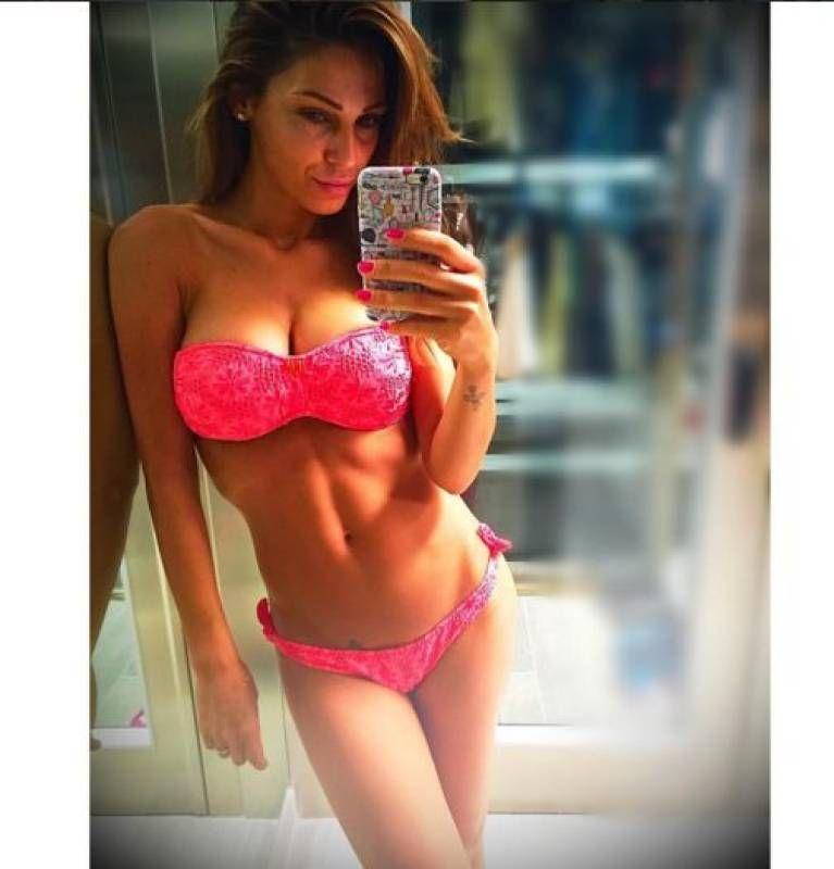anna tatangelo d estate il selfie ancora pi hot