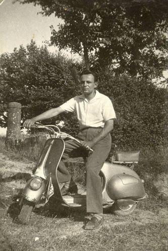 La foto di Alessandro Scaramucci che ritrae il padre Enzo negli anni '50
