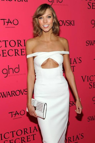 Karlie Kloss sfoggiava l'under cleavage già nel 2013 (AFP)