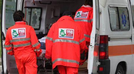 Sul posto sono arrivate un'auto medica e un'ambulanza