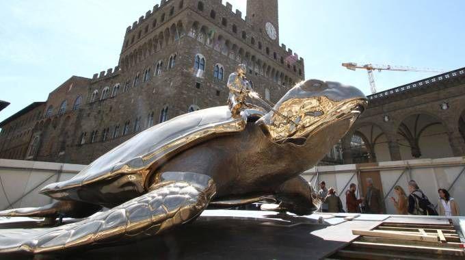 Le opere di Fabre in piazza Signoria (Foto Umberto Visintini/NEWPRESSPHOTO)