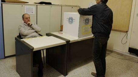 Stavolta nelle sezioni elettorali del Fermano non ci sono mai state code di elettori (Foto Zeppilli)
