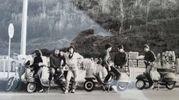 1981: ritorno da scampagnata sulle colline toscane in Vespa P125X, ET3 e Ciao