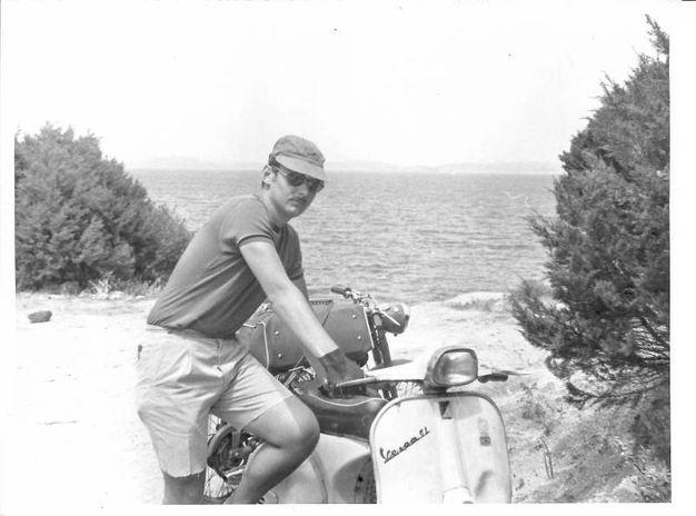 1970: in Sardegna con tenda e sacco a pelo con la Vespa 150 GL. Da Giancarlo Righini