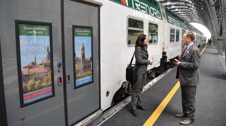 Un treno di Trenord in stazione Centrale in occasione della conferenza stampa Mantova Capitale Italiana della Cultura 2016, Milano, 17 maggio 2016. ANSA/DANIEL DAL ZENNARO