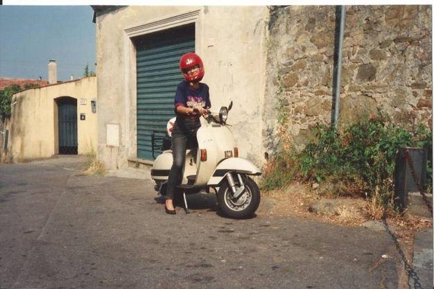 Francesca Sticchi negli anni 90 in vacanza a Firenze, chiesa di Santa Margherita a Montici
