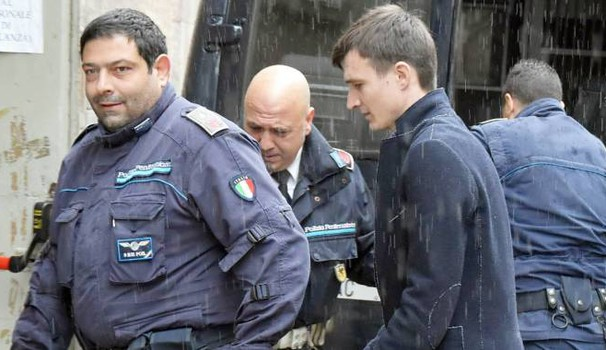 Radion Suvac all'arrivo in tribunale