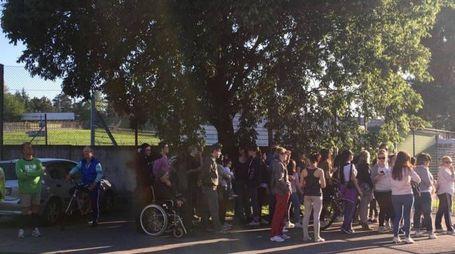 I fans all'autodromo di Imola per le prove del concerto di Laura Pausini