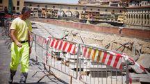 Voragine sul lungarno Torrigiani (Gianluca Moggi/ New Press Photo)